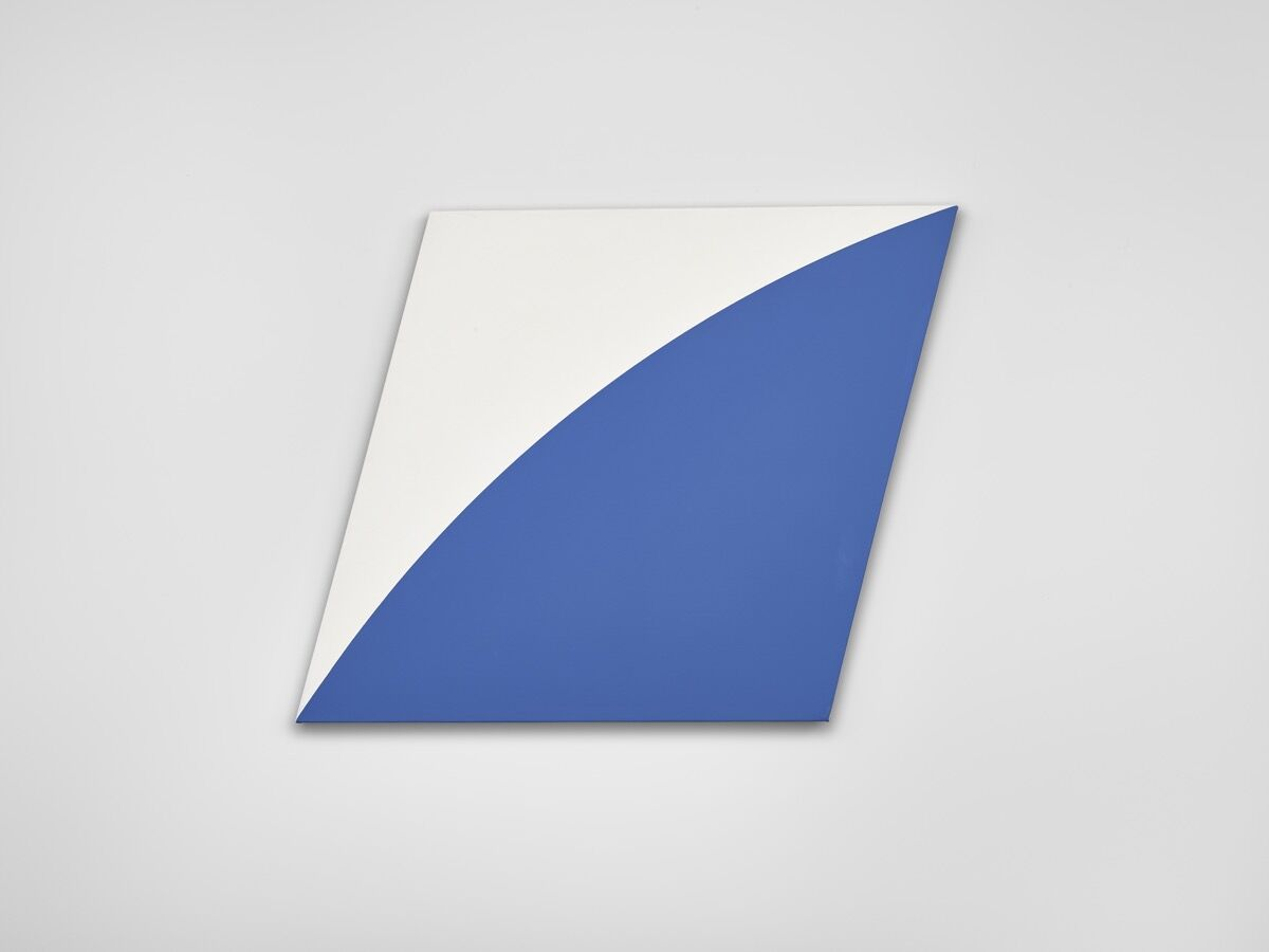 Ellsworth Kelly, Blue Curve II, 1972. Courtesy of Lévy Gorvy.